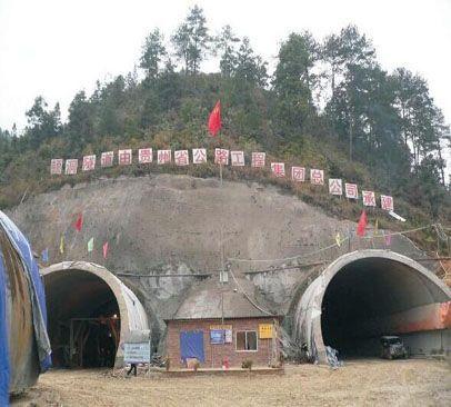 微型混ning土beng,si川song潘隧dao施工纪实